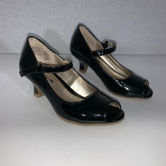 American Eagle Outfitters Other - American Eagle black Heels Shoes Child Size 11